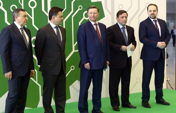 Члены почётной делегации на выставке «ЭКОТЕХ» уделили особое внимание патриотическим проектам Константина Курченкова